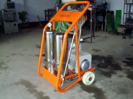 Diesel fuel tank cleaning machine
